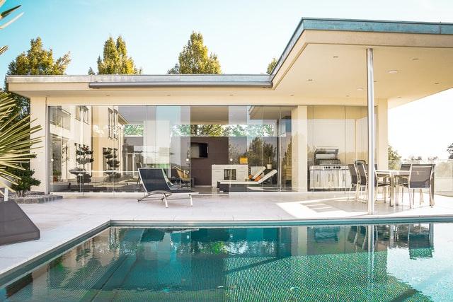 choosing the right swimming pool designer