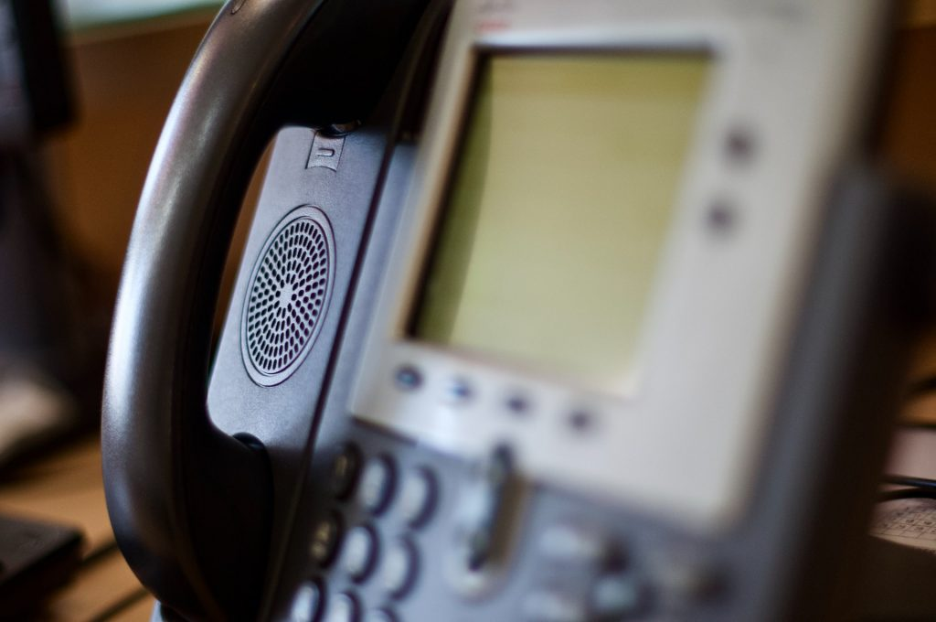 What are the Pros & Cons of Using a Virtual Phone Service?