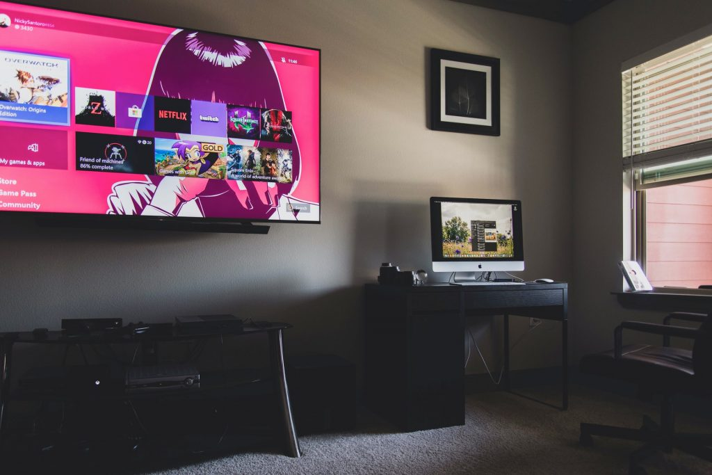 What are the advantages of Smart TV?
